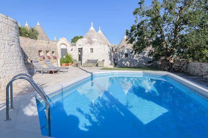 Trullo Quercia with private pool