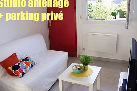 Charming studio close to all amenities + Parking