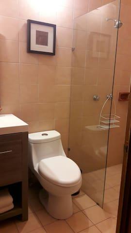 Baño de recámara principal
