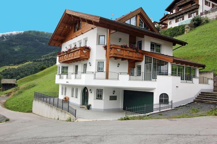 Modern appartement in Landeck met balkon