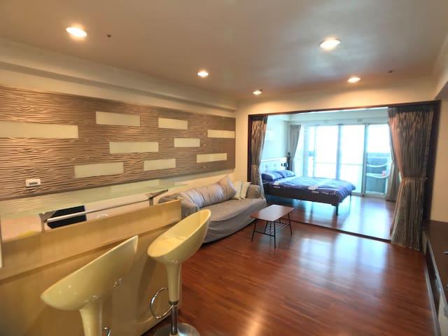 【新開幕】開放式超大空間Designer Suite (國賓影城商圈Tainan East CBD)