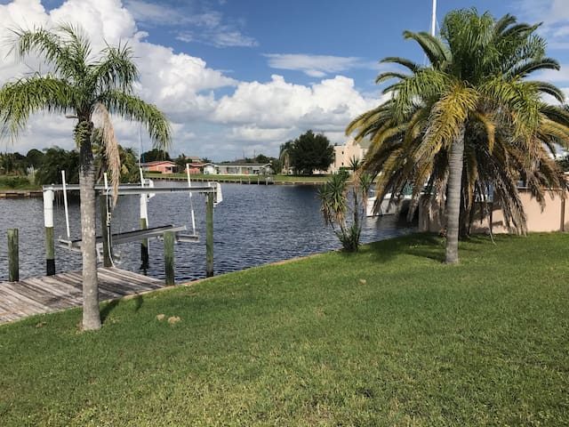 Waterfront Hide A Way Getaway - Port Charlotte - House