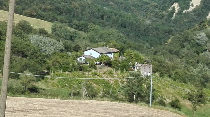 House surrounded by nature on the hills of Parma