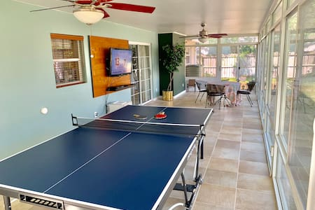 Beautiful House With Ping Pong Table Near Airport!