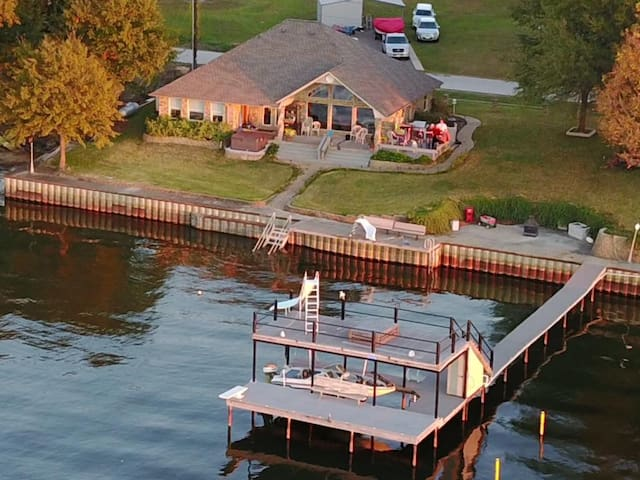 Waterfront Lakehouse on open water with great view