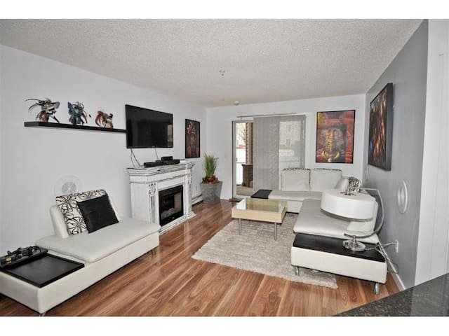 Nice condo close to the Airport - Calgary - Apartemen