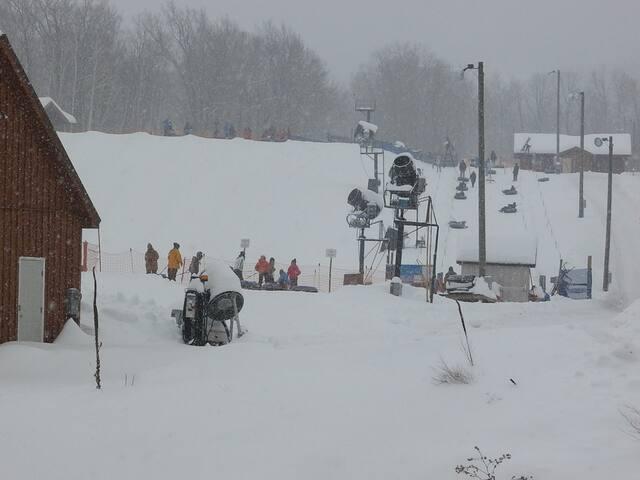 Snow Tubing Park 1 minute away