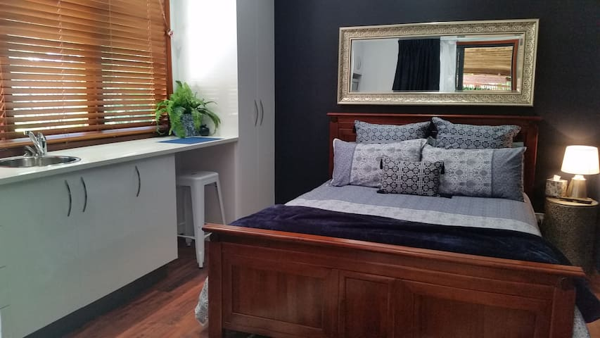 """Blue Bay"" Studio - Queen Bed - Urangan - Overig"
