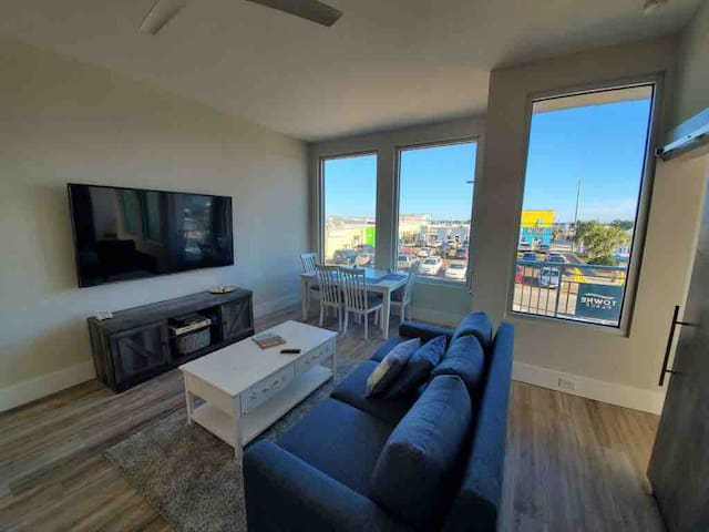 Upscale Luxury Condo on Boardwalk, Ocean View