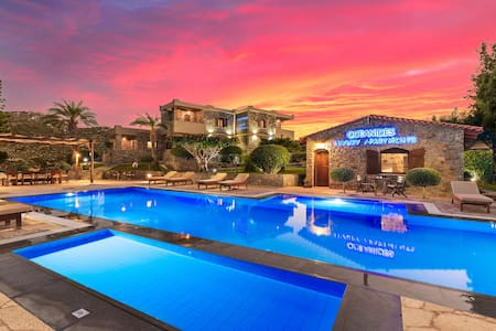 Oceanides luxury apartment  by the pool