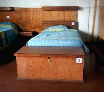 Cama individual y su cajón de seguridad