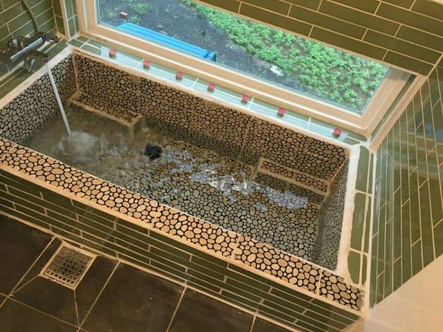 비수기할인-석양이아름다운-용수길114펜션 (자쿠지가있는 길방),협재금능10분(자가용)