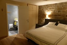 La chambre et sa salle d'eau intégrée