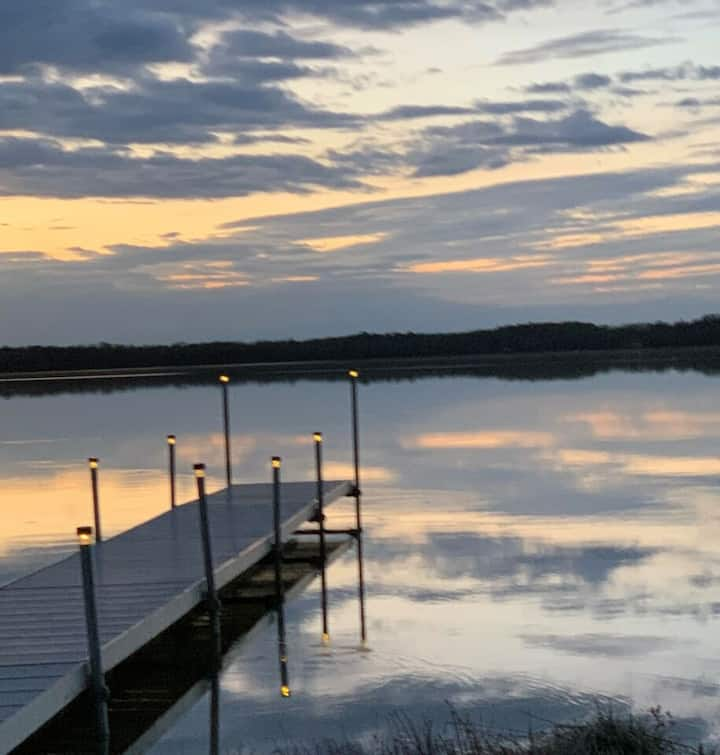 LARKS LAKE LODGE (Pellston, MI): Lakefront with Private Boat Dock (boats included!)