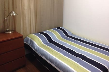 Calm bedroom near metro station / Olympic Stadium - Montréal - Appartamento