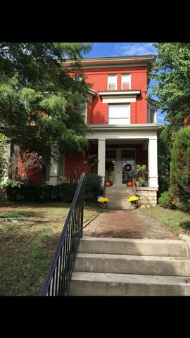 Vibrant, spacious Derby palace!!! - Louisville - Byt
