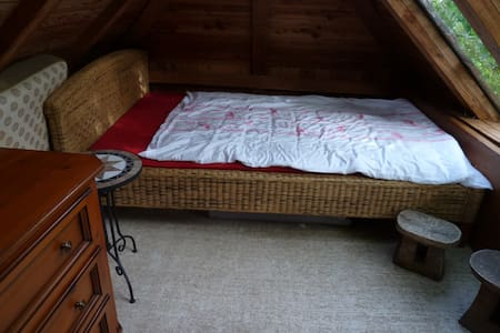 Gartenhäuschen, kuschelig an den Hang gebaut - Wangen im Allgäu - 小屋