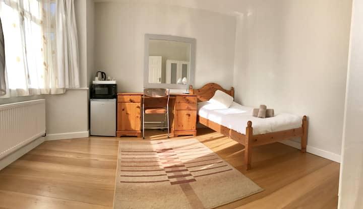 Clean& cosy double room,near Addenbrookes hospital