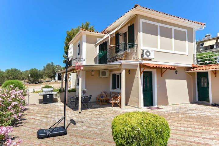 Ionis bungalow in Travliata