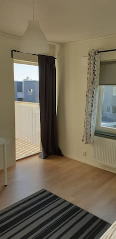 New Big private room with balcony 17min to Centrum
