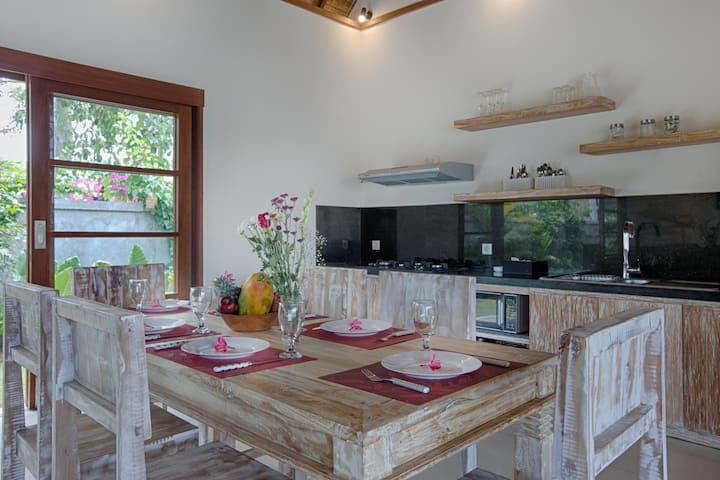 New modern villa next to Cashew Tree/Bingin Beach