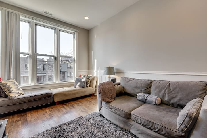 Charming Top Floor Apt - 20 minutes to Downtown!