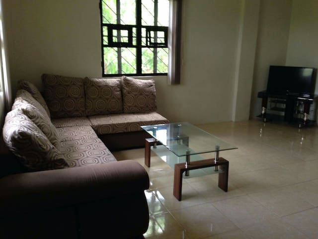 3 bedroom Apartment, Quiet Ambiance