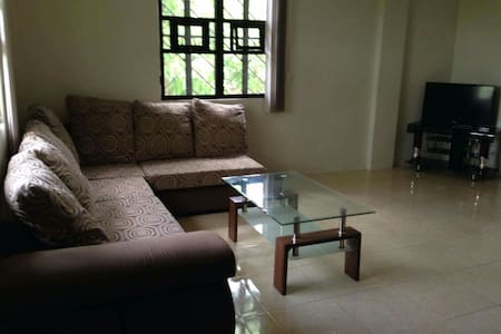 3 bedroom Apartment, Quiet Ambiance - Hus