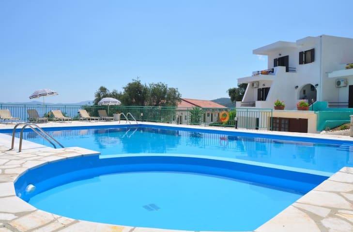 Hill on the sea 3 - with pool - Mparmpati - Apartamento