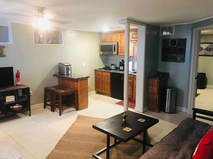 Travelers Hideaway Apt Downtown, No Cleaning Fee