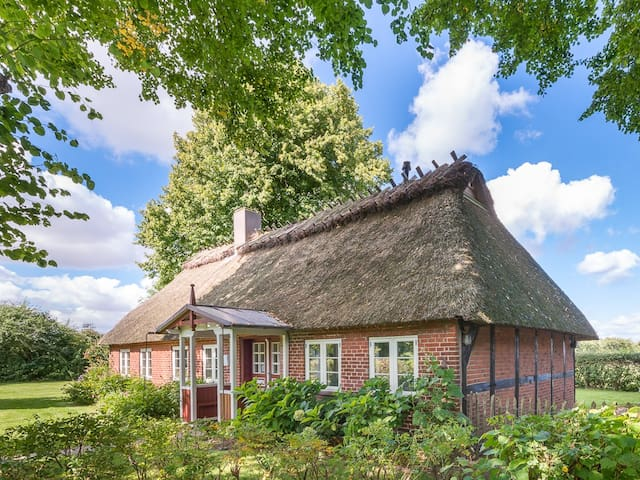 Charmante Reetdachkate mit Ostseeblick - Quern - House