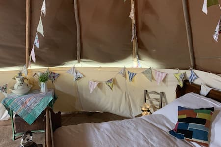 Luxury tipi. Private wood fired tub and facilities