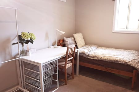 Bright and Cosy Room in Donvale