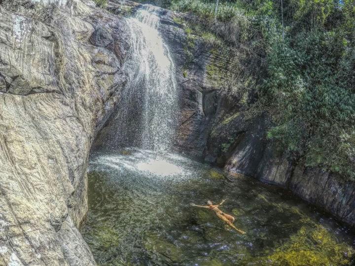 Casinha da Mata com cachoeira no quintal!