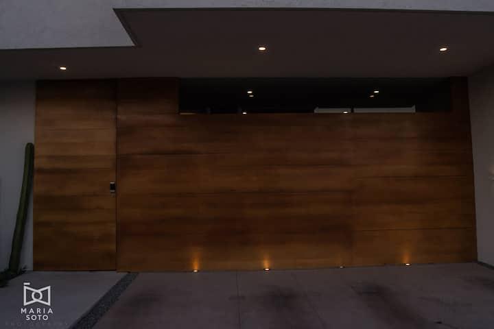 Casa JOHM 20km del Centro Histórico / 1km de Antea