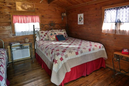 Patriot Cabin at Country Accents - Pipe Creek