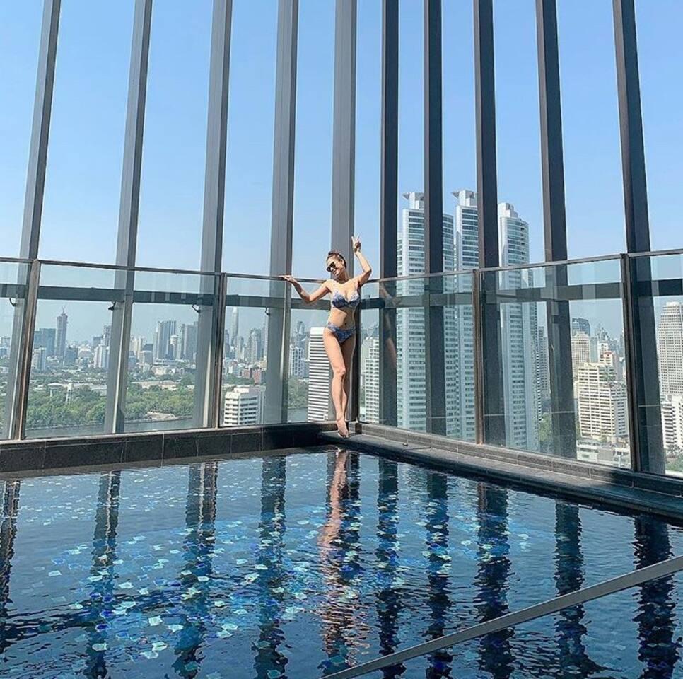BTS Phrom Phong CBD Condo 市中心600米到BTS蓬蓬轻轨|空中泳池豪宅