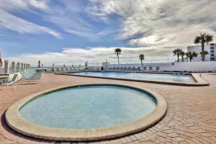 The complex features 2 swimming pools, 1 heated and 1 kiddie pool