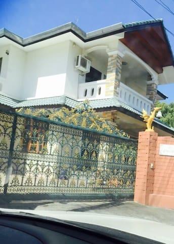 House on monday. Mae Rim Chiang Mai - แม่ริม - Rumah