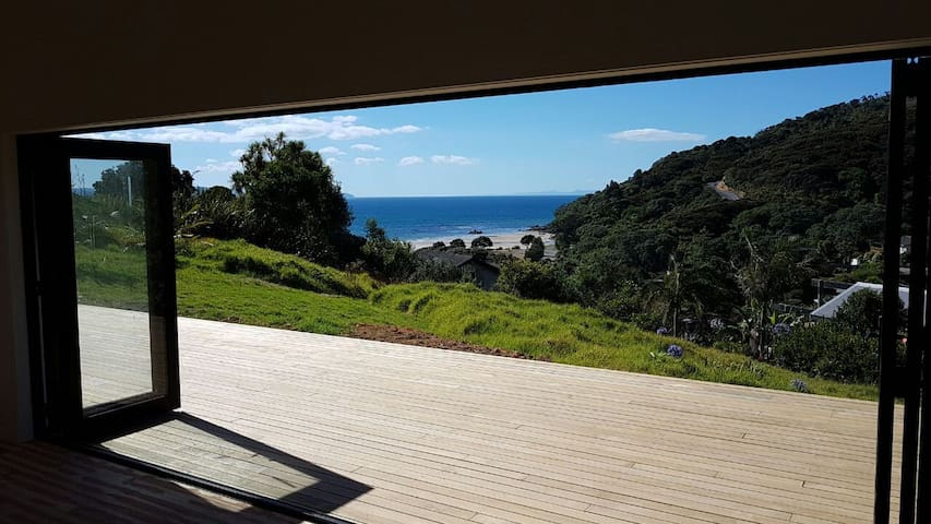 Ocean Cliff Court - Brand new with ocean views - Kuaotunu