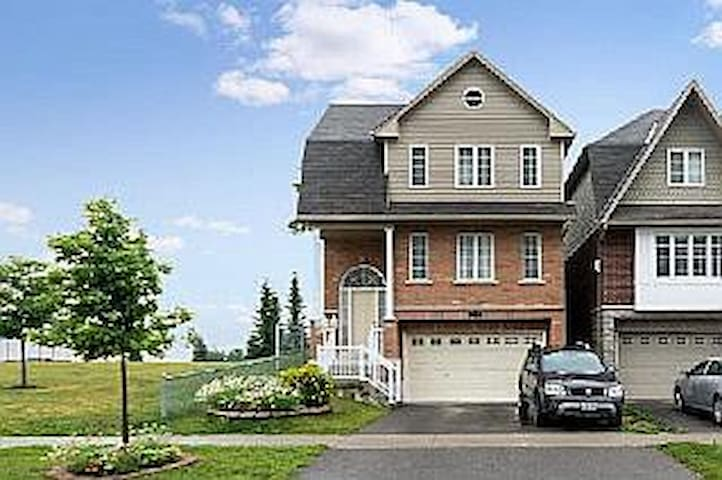 Private Room with Sunrise/Park View - Oshawa