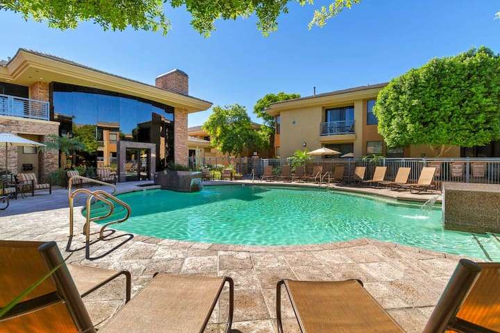 Perfect Location! Ground floor, Heated Pool & Spa, Fitness Center, Close to TPC, Dining & Shopping!