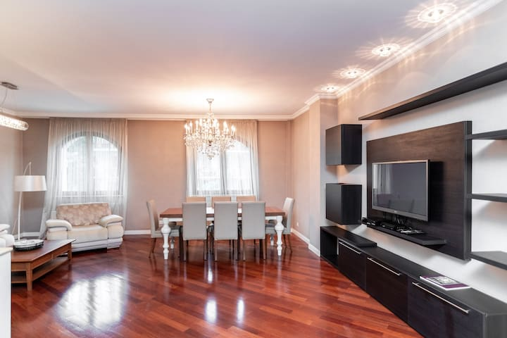 Spacious Traditional style Apartment✧2BR/Old City