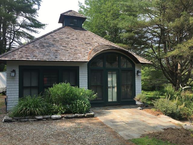 Salt Marsh Cottage: Serenity on the Maine Coast