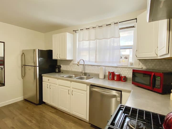 Central and Modern Bloomington 1 Bed - 1 Bath!