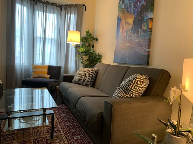 Beautiful 1 bedroom in the heart of Leslieville