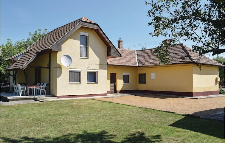 Holiday cottage with 4 bedrooms on 120m² in Balatonboglár