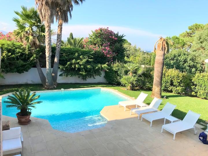 Villa avec piscine dans domaine privé