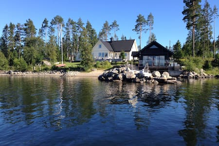 Cabin by the Sea, Sjöstuga