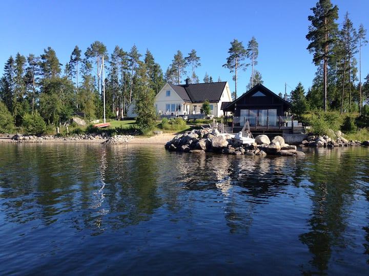 Cabin by the Sea, Sjöstuga